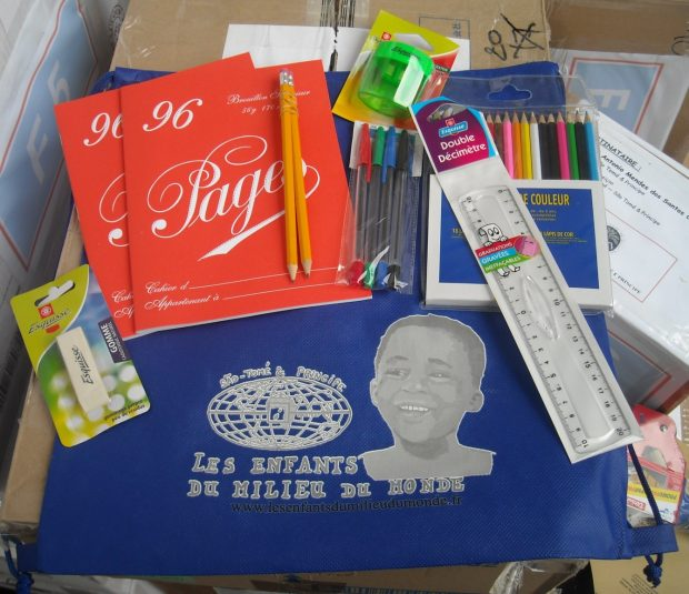 Distribution de kits scolaire Santa Ana